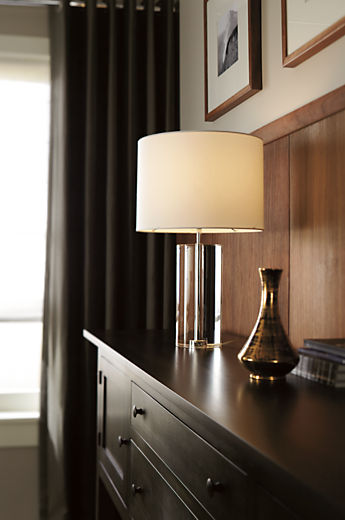 Dining room with Alexa crystal table lamp in clear
