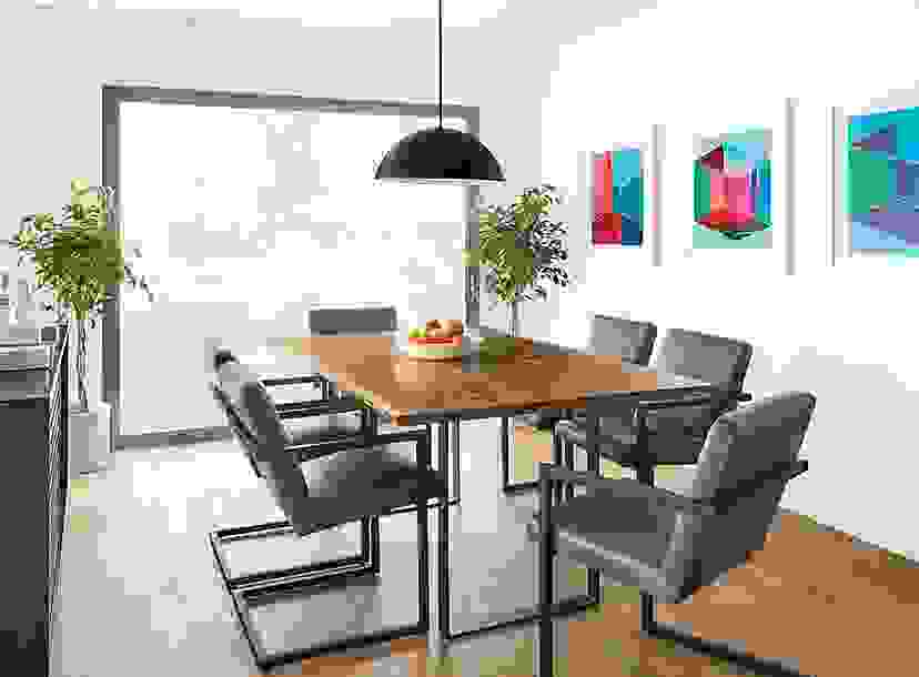 Chilton Table with Lira Chairs