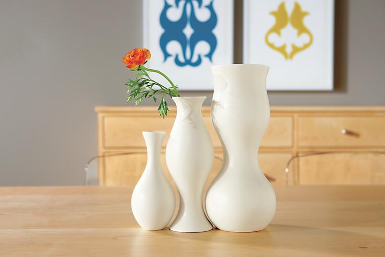 Dining room with Eva Zeisel vase in ivory