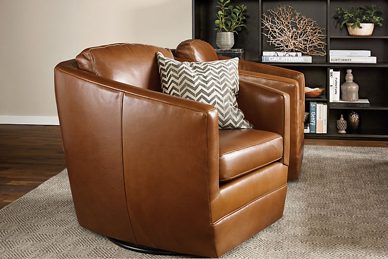 Living room with Ford swivel chair in pioneer cognac