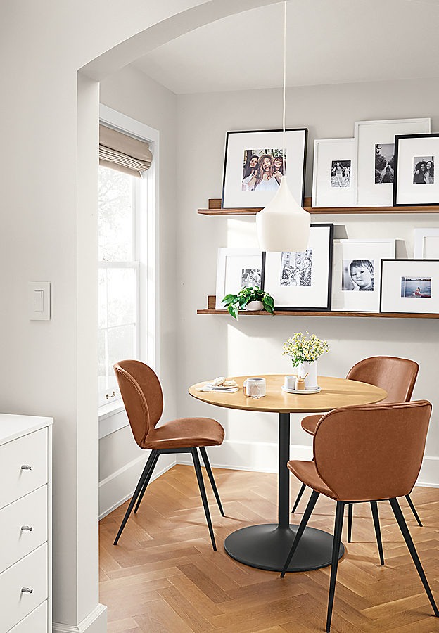 Small Dining Area: Aria Table & Gwen Chairs