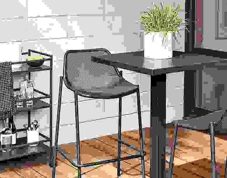 Maris Table & Soleil Bar Stools