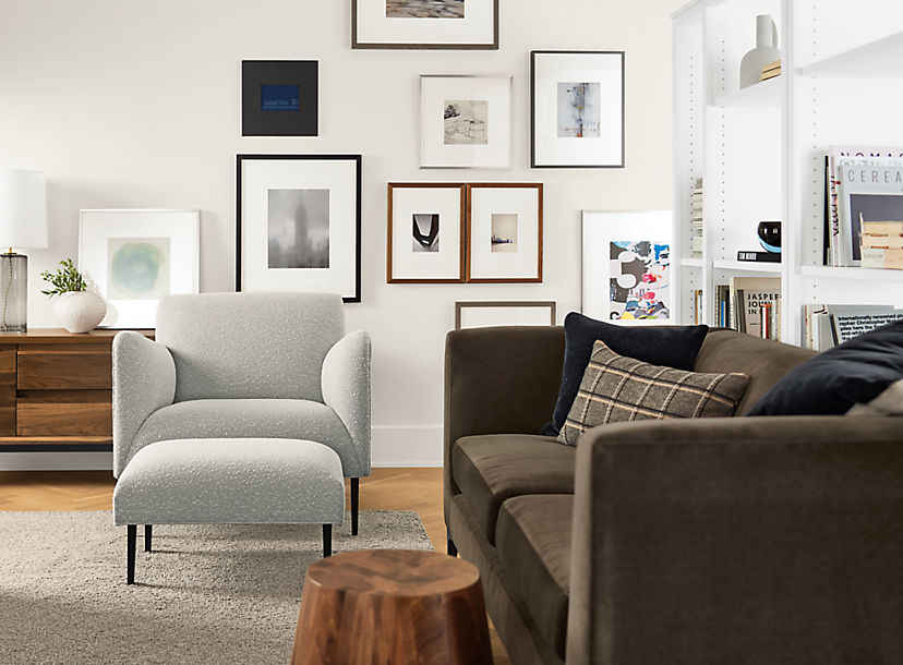 Frame Wall in Living Room with Matteo Chair