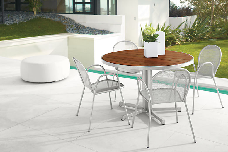 Montego round table with four chairs