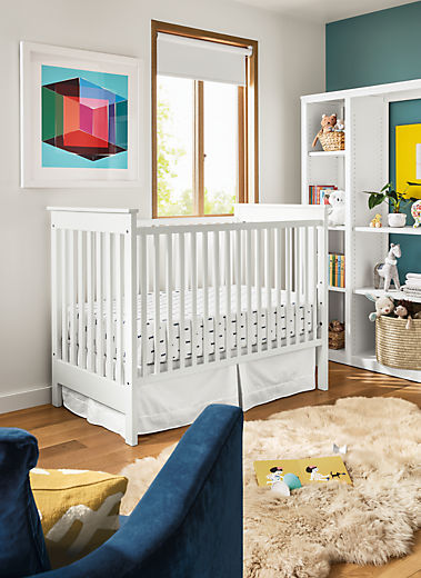 Detail of Nest crib in bedroom with Silva chair